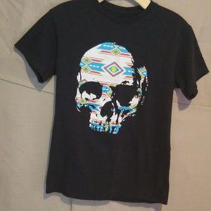 3/$10 🍭 Aztec style Skull tee
